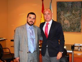 Santos Gastón Juan y el secretario da Emigración, Santiago Camba.