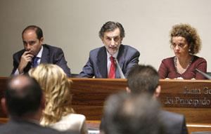 Carlos Prieto y Florentino Alonso (derecha) en plena comparecencia.
