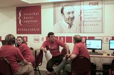 Ricardo Cortés en el 'call center' del PSOE en Buenos Aires.