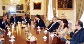 Reunión con los miembros del Consejo de Residentes Españoles en la Embajada de España.