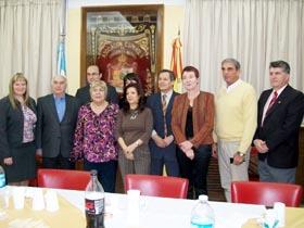 Pilar Pin con los directivos del Hospital Español de Bahía Blanca.