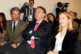 El eurodiputado José Ignacio Salafrancia, Prada y Ana Pastor en Bogotá.