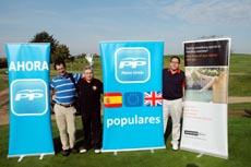 En el centro, el presidente del PP en el Reino Unido, Jesús Ledo, a su izquierda el secretario general, Rodrigo Rodríguez.