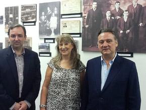 Alfredo Prada visitó la exposición 'Los españoles en Estados Unidos y Puerto Rico desde 1880 hasta nuestros días' en Miami, acompañado de la presidenta del PP en Estados Unidos, Neir Taboada, y del secretario general, Juan José Núñez.