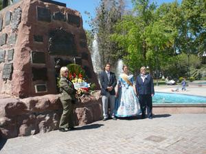 Ofrenda floral por autoridades locales y de la entidad en el monumento del general de San Martín.