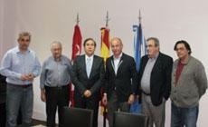 Camba, Francisco A. Puebla (i) y otros directivos del Centro de Madrileños.