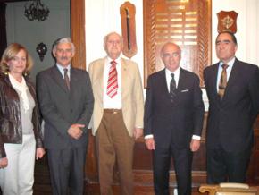 En el centro de la imagen, Ignacio Tejerina, acompañado del coronel Raúl Tejerina y su esposa (i.) y de Rinaldo Colomer y Gustavo Ramos (d.).