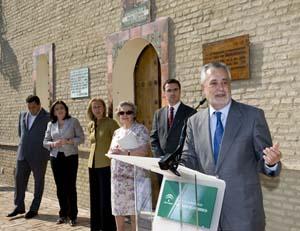 En primer término, el presidente Griñán en la conmemoración.