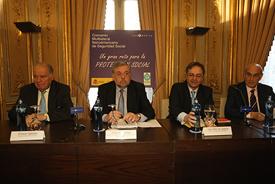 Enrique Iglesias, Octavio Granado y Juan Pablo de la Iglesia en el acto de firma del convenio.