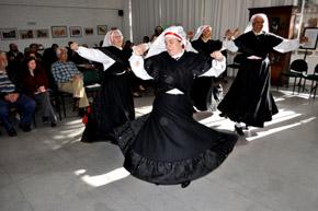Baile tradicional en el Patronato da Cultura Galega.