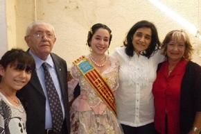 El presidente de 'El Turia', Enrique Renard, con la nueva Fallera Mayor, Mª Florencia Guillén, y sus familiares.