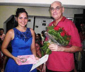 Marta García Marqués, Señorita Burgos 2011, junto al presidente de la Sociedad Burgalesa, Joaquín Pérez Guardamino.