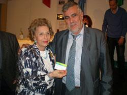 Jiménez entregó personalmente las tarjetas acreditativas.