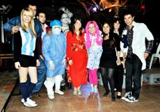 Los organizadores de la fiesta de la asociación 'MeMola'.