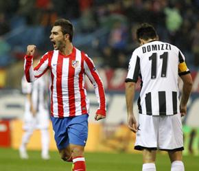 Adrian López celebra uno de los goles que marcó ante el Udinese.