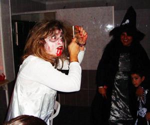 Uno de los monstruos que pasaron por la fiesta.