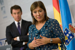 La conselleira de Traballo e Benestar, Beatriz Mato, junto a Alberto Núñez Feijóo en la rueda de prensa tras el Consello de la Xunta.