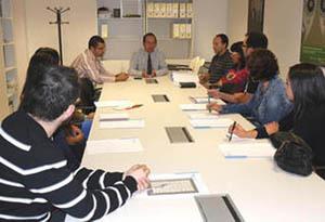 Anxo Lorenzo con profesores lectores de gallego.