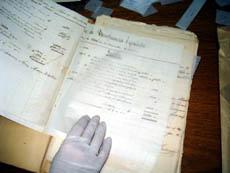 El equipo de Memoria Activa lleva más de tres años recuperando documentos históricos.