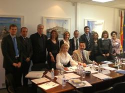 La directora general, Carmen Lliteras (4ªi), acompañada del delegado del Govern en Bruselas, Esteban Mas, y el resto de representantes de las regiones insulares europeas.