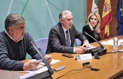 Jiménez, el consejero Menacho y la directora general Rosario Ayala en el Consejo de Comunidades.