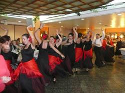 Actuación folclórica en la celebración.