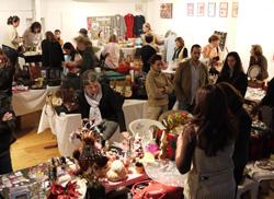 Numerosas personas participaron en el Bazar.