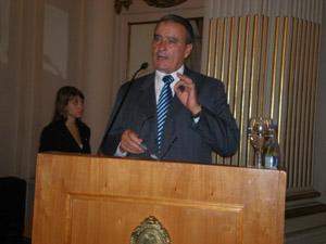 Pedro Bello durante su discurso en la ceremonia de entrega.