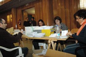 Imagen del escrutinio del voto emigrante en la Junta Electoral Provincial de A Coruña.