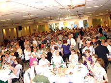 A la comida acudieron 500 personas.
