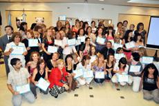 Las participantes en el curso con sus diplomas.