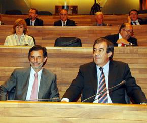 El consejero de Presidencia, Florentino Alonso, junto al presidente del Principado, Francisco Álvarez-Casos, en una sesión del Parlamento asturiano.