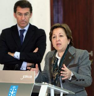 La conselleira de Sanidad, Pilar Farjas, junto a Feijóo en la rueda de prensa del Consello.