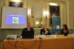 El profesor Jean-Robert Gisler, el embajador Miguel Ángel de Frutos y Judit Vega.