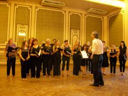 La actuación del coro fue muy aplaudida.