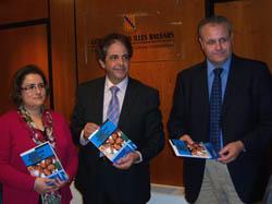 El conseller Bosch (c) presentó el estudio junto a Celeste y Timoner.