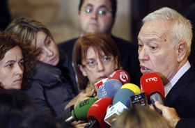 El ministro de Asuntos Exteriores, José Manuel García-Margallo, hizo esta propuesta ante la prensa tras asistir a la toma de posesión de los nuevos consejeros del Gobierno valenciano.