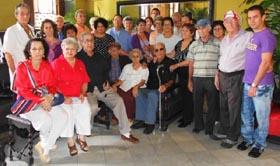 Directivos y asociados que participaron en el almuerzo por el Día del emigrante estradense.