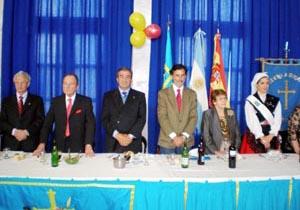 En el centro el presidente del Principado, Francisco Álvarez-Cascos, y el consejero de Presidencia, Florentino Alonso, en el Centro Asturiano de Buenos Aires.