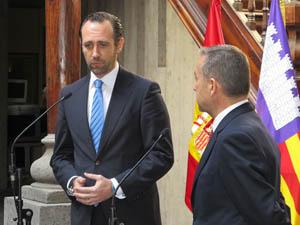 Los presidentes José Ramón Bauzá y Paulino Rivero.