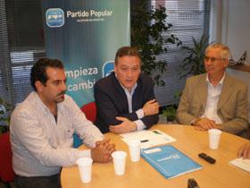 López Pereira, Prada y Sánchez Naveros en la rueda de prensa celebrada en la sede del PP en Argentina.