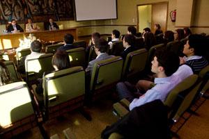 Un momento de la intervención de Javier Guerra en la Universidad.