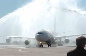 Imágenes del 2 de octubre de 2010, cuando llegó el primer vuelo de Iberia al aeropuerto de Córdoba.
