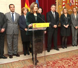 La ministra Fátima Báñez intervino en la toma de posesión de Marina del Corral (1ª por la derecha).
