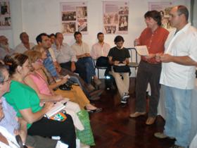 http://www.espanaexterior.com/upload/noticia/778/909160-hyne.jpgGuillermo García Suárez y Daniel Barreiro en una reunión informativa.