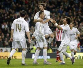 Los jugadores del Real Madrid celebraron uno de los goles de Cristiano Ronaldo.