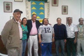 El viceconsejero de Acción Exterior junto a la directiva del Club Archipiélago Canario.