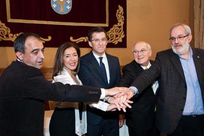 Alberto Núñez Feijóo presidió la firma de los acuerdos entre sindicatos, patronal y Gobierno gallego.