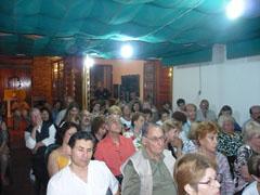 Numeroso público asistente al acto.