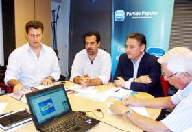 Alfredo Prada con la ejecutiva del PP en Buenos Aires.